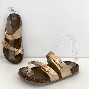 Kids golden sandals size 3 pre-owned super comfy